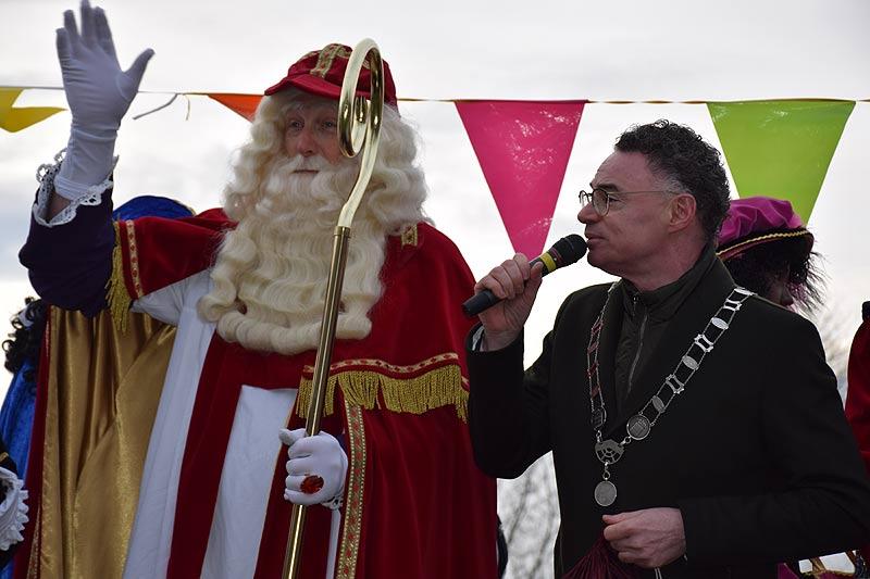 Burgemeester Gilbert Isabella bij de aankomst van Sinterklaas in 2019