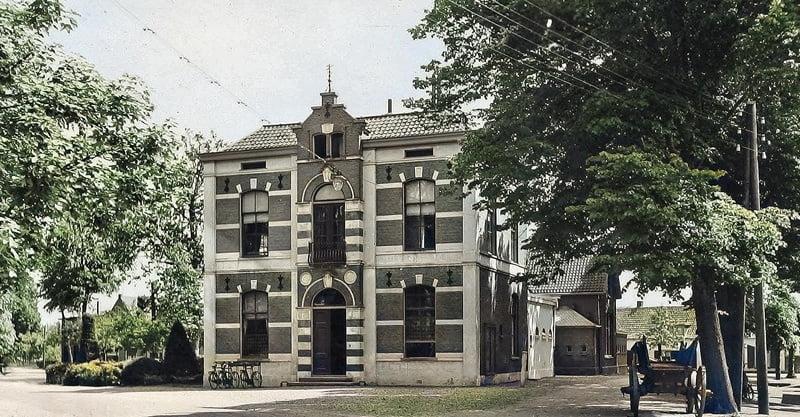 Het gemeentehuis van Houten in de jaren 30